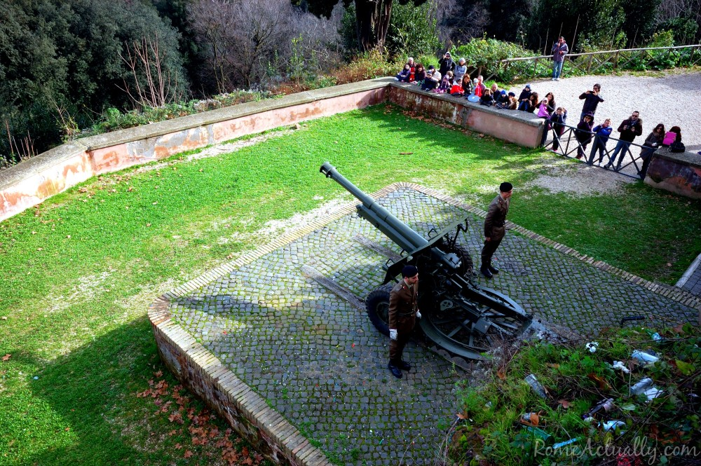 Soldiers ready to fire the blank loaded cannon from the Janiculum Hill