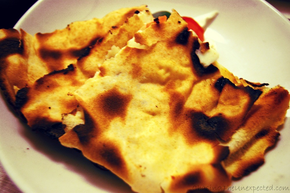 Grilled pita bread filled with halloumi cheese to be eaten warm.